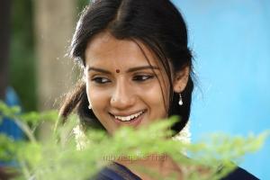 Actress Sruthi Hariharan in Nerungi Vaa Muthamidathe Movie Latest Photos
