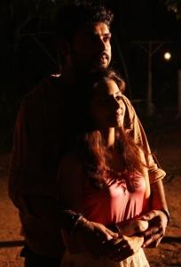 Vimal, Nandagi in Netru Indru Hot Pics