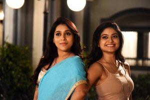 Actress Rashmi Gautam, Vaibhavi Shandilya in Next Nuvve Movie Stills HD