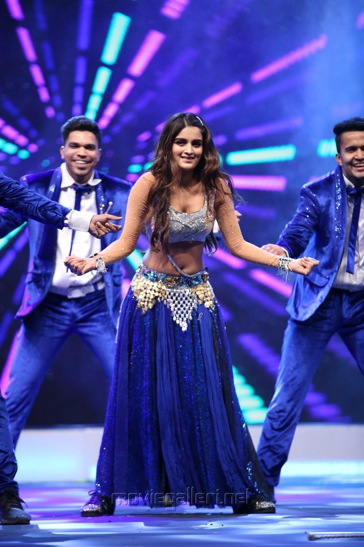 Actress Niddhi Agerwal Dance Performance @ SIIMA Awards 2019 Day 1