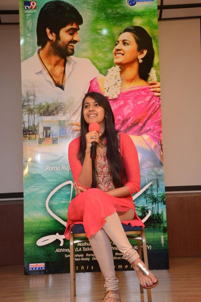 Niharika Konidela Interview Stills about Oka Manasu Movie