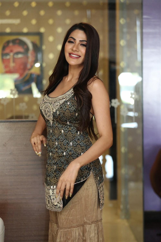 Actress Nikki Tamboli Images @ Kanchana 3 Success Meet