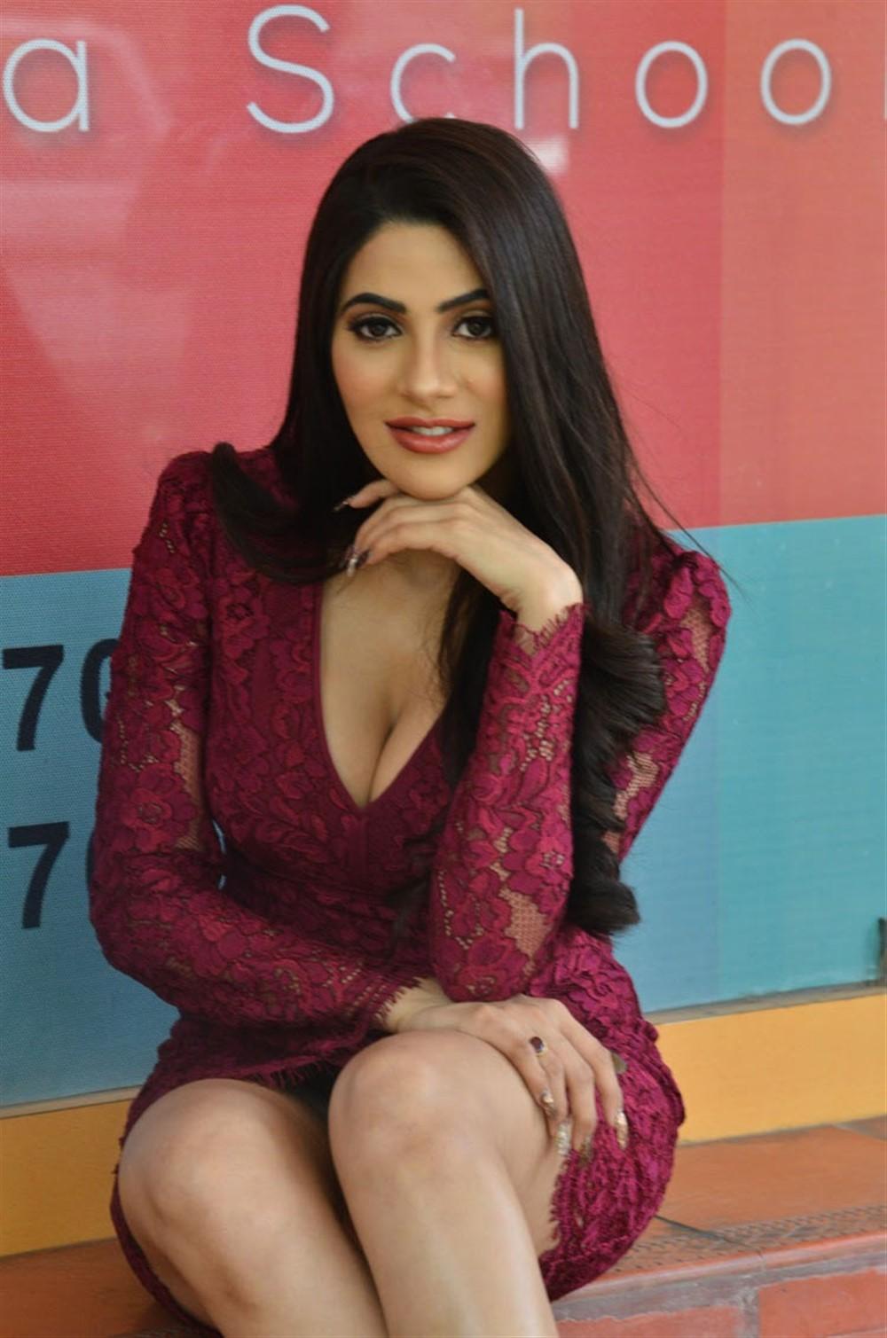 Chikati Gadilo Chithakotudu Actress Nikki Tamboli New Stills