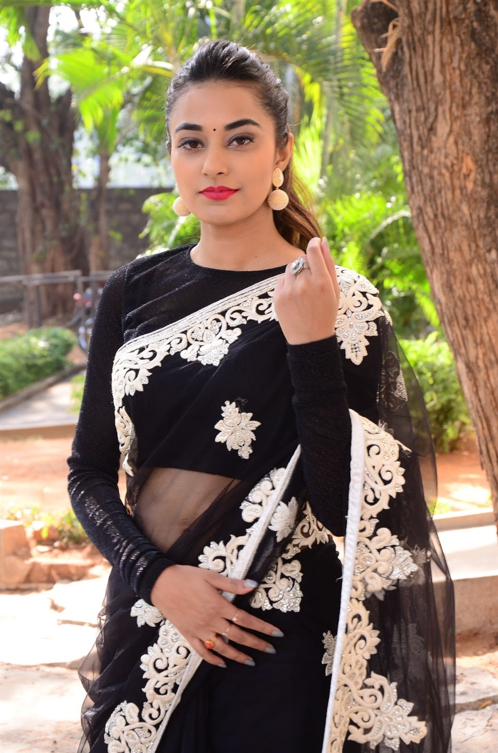 Actress Stefy Patel @ Ninnu Thalachi First Look Launch Stills