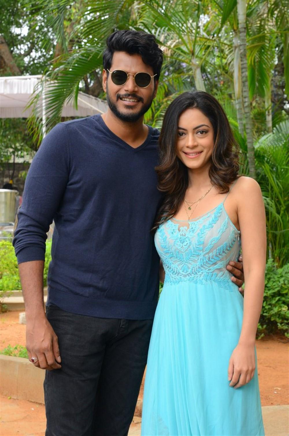 Sundeep Kishan, Anya Singh @ Ninu Veedani Needanu Nene Movie Trailer Launch Stills