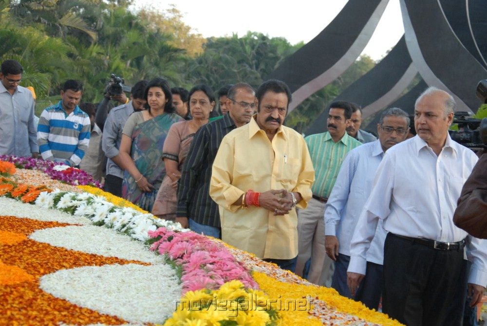 Nandamuri Harikrishna family pays tributes NTR Ghat Photos [ Gallery ...