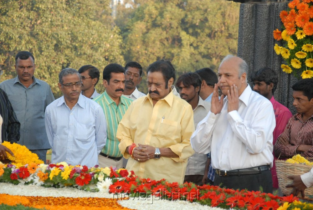 Nandamuri Harikrishna pays tributes NTR Ghat Photos [ Gallery View ]