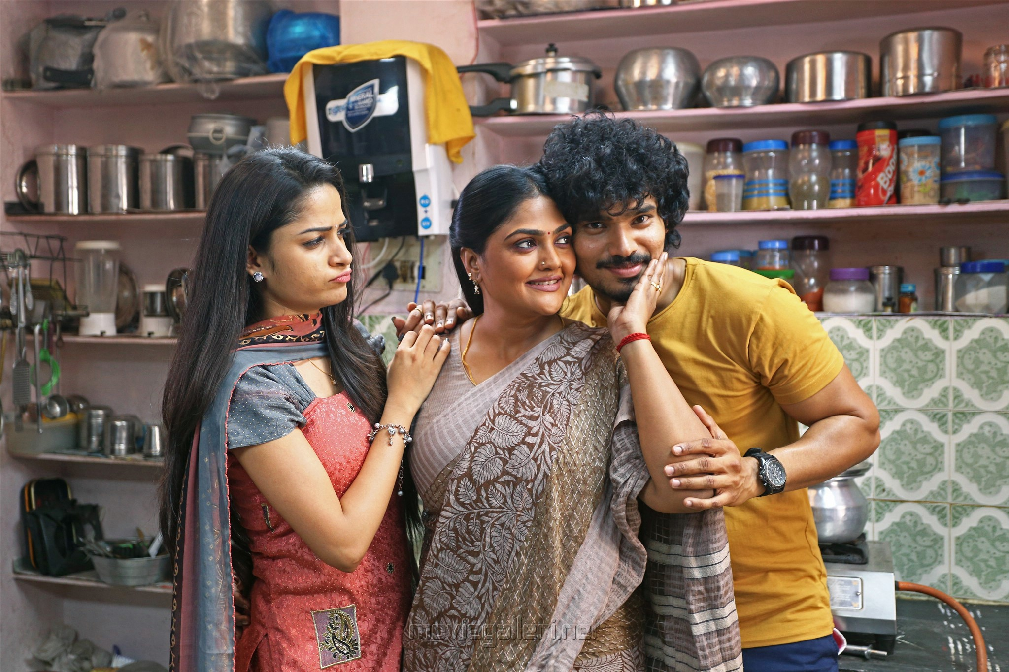 Nithya Shetty, Nirosha, Sudhakar Komakula in Nuvvu Thopuraa Movie Stills HD