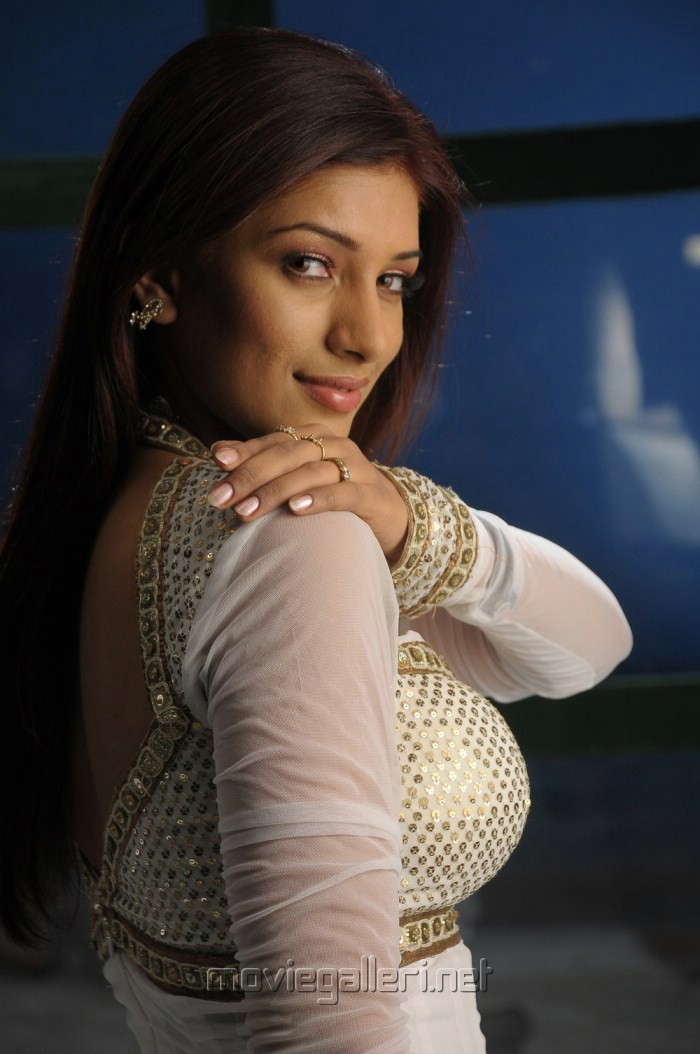 Ooh La La La Movie Heroine Preeti Bhandari Hot Pics