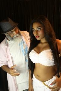 Velu Prabakaran, Swathi Shanmugam Hot in Oru Iyakkunarin Kadhal Diary Movie Photos