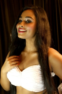 Oru Iyakkunarin Kadhal Diary Actress Swathi Shanmugam Hot Photos