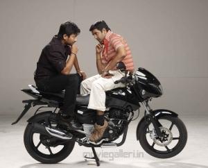 Oru Kal Oru Kannadi Movie Stills, udhayanidhi stalin, Santhanam