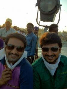 Udhayanishi, Santhanam @ Oru Kal Oru Kannadi Shooting Spot Stills