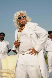 Actor Nassar in Oru Kanniyum Moonu Kalavanigalum Movie Stills