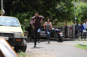 Arulnidhi, Bindu Madhavi in Oru Kanniyum Moonu Kalavanigalum Movie Stills