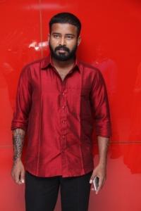 Dinesh @ Oru Naal Koothu Movie Audio Launch Stills