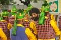 Oru Nadikayin Vakkumoolam Song Shooting