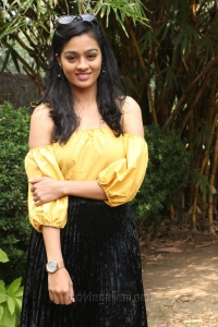 Actress Gayathrie Shankar @ Oru Nalla Naal Paathu Solren Movie Press Meet Photos