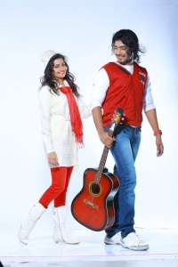 Manumika, Anu Mohan in Oru Vaanavil Pola Tamil Movie Stills