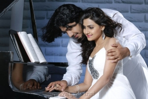 Anu Mohan, Manumika in Oru Vaanavil Pola Tamil Movie Stills