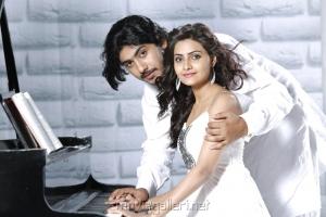 Anu Mohan, Nandagi Hot in Oru Vaanavil Pola Tamil Movie Stills