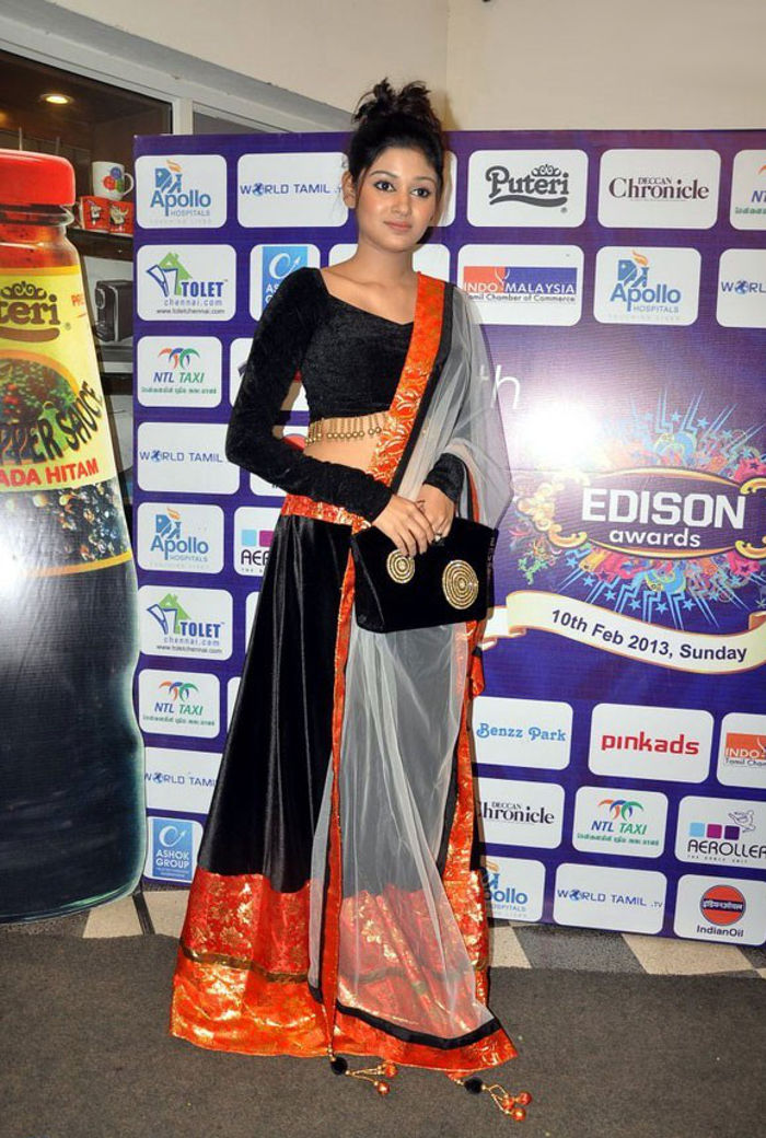 Actress Oviya Helen Nelson Hot Pictures