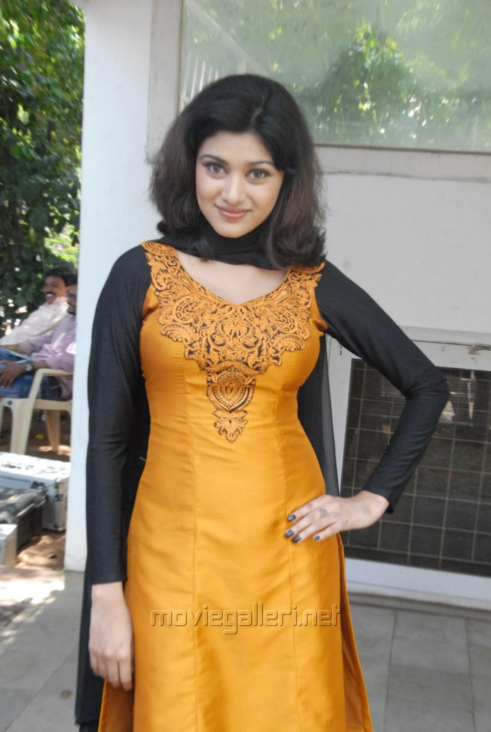 Aunty In Salwar Kameez Picture 589030 tamil actress oviya in salwar