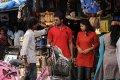 Padam Parthu Kathai Sol Stills