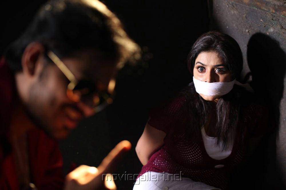 Sakthi Vasu, Poorna in Padam Pesum Movie Stills