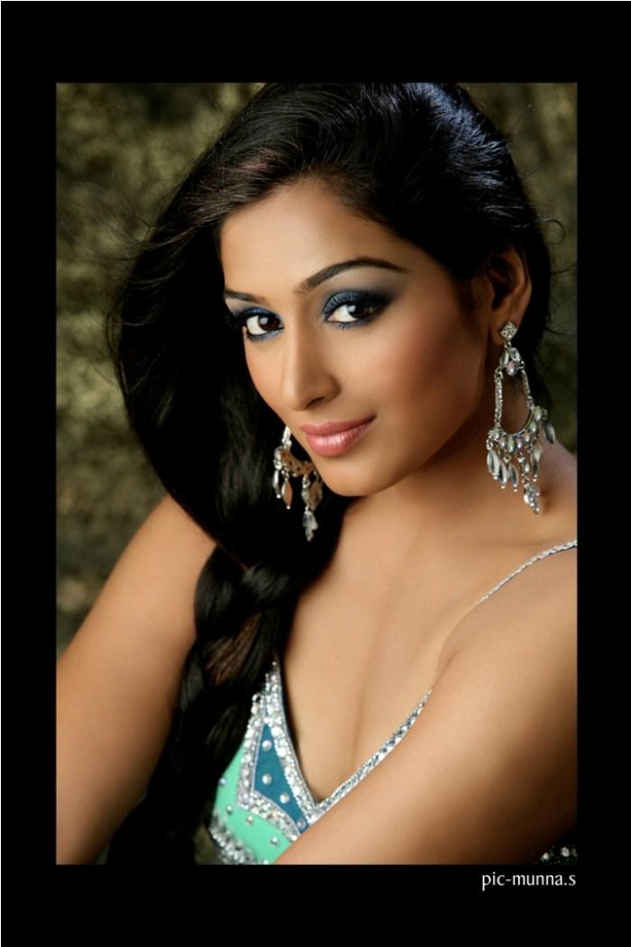 padmapriya hot in surya film awards - photo #40