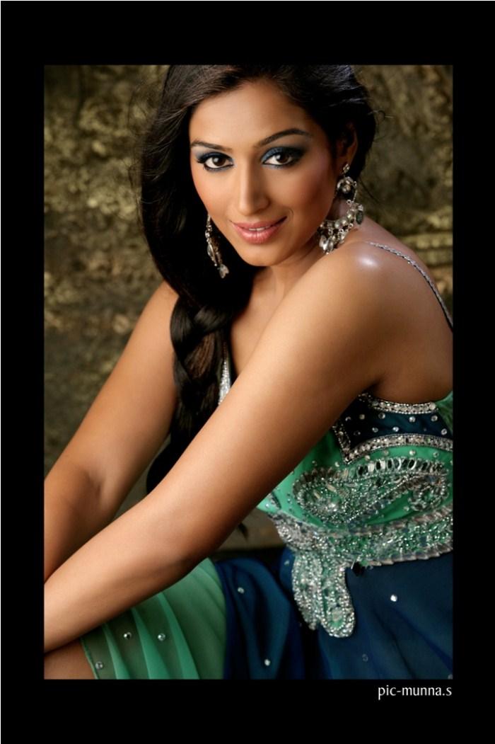 padmapriya hot in surya film awards - photo #48