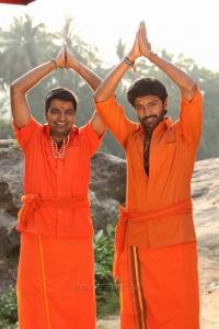 Sathish, Vikram Prabhu in Pakka Movie Images HD