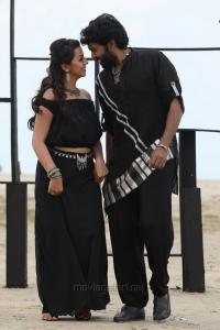 Nikki Galrani, Vikram Prabhu in Pakka Movie Images HD