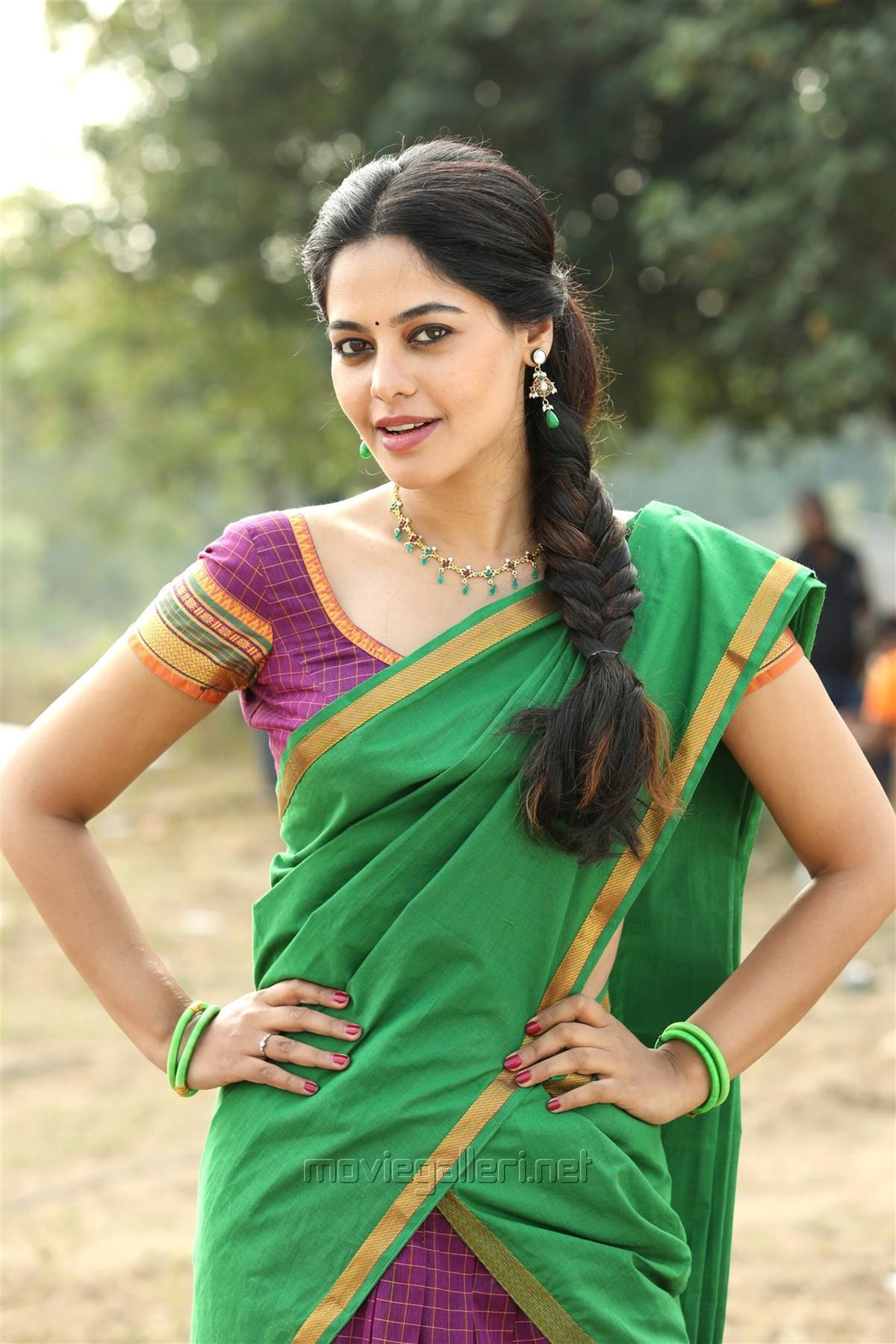 Actress Bindu Madhavi in Pakka Movie Images HD