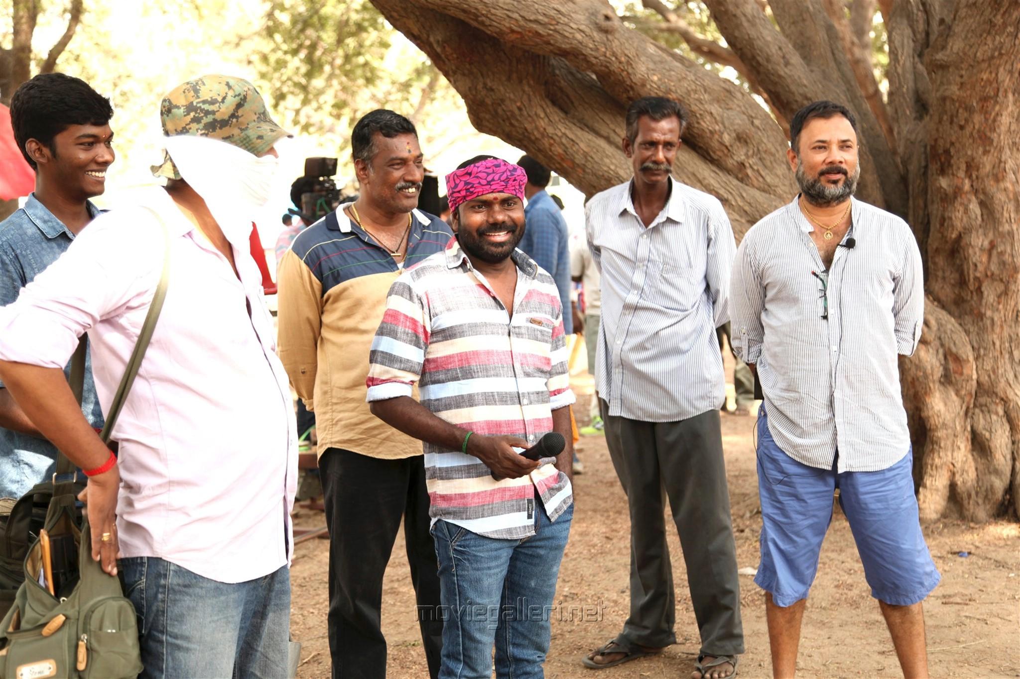 Vikram Prabhu, SS Surya in Pakka Movie Images HD