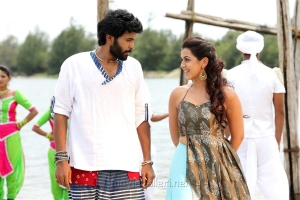 Vikram Prabhu, Nikki Galrani in Pakka Movie Stills