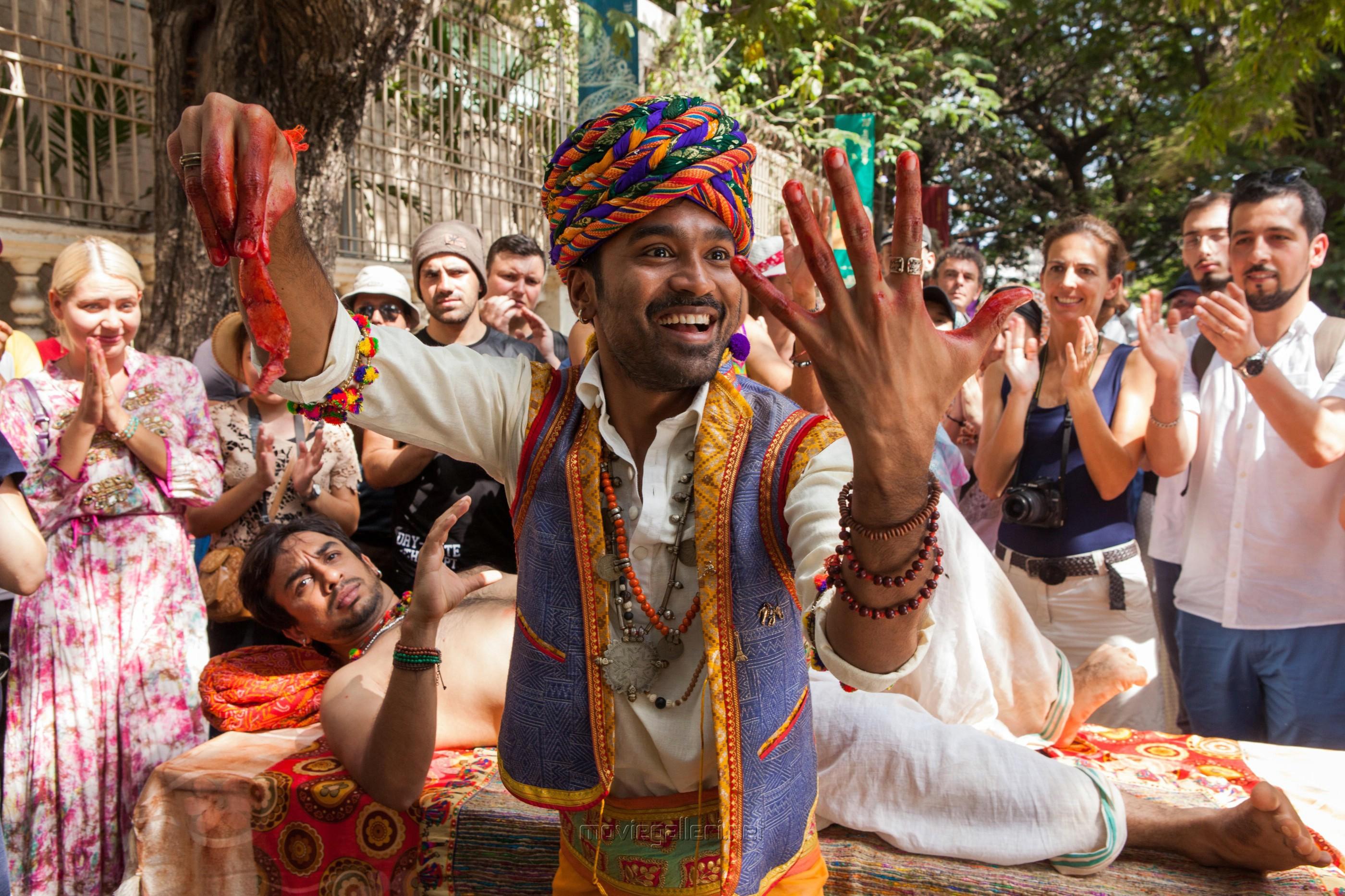 Actor Dhanush in Pakkiri Movie Stills HD