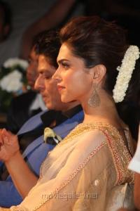 Actress Deepika Padukone @ Chennai Express Meena Hunt Grand Finale Photos