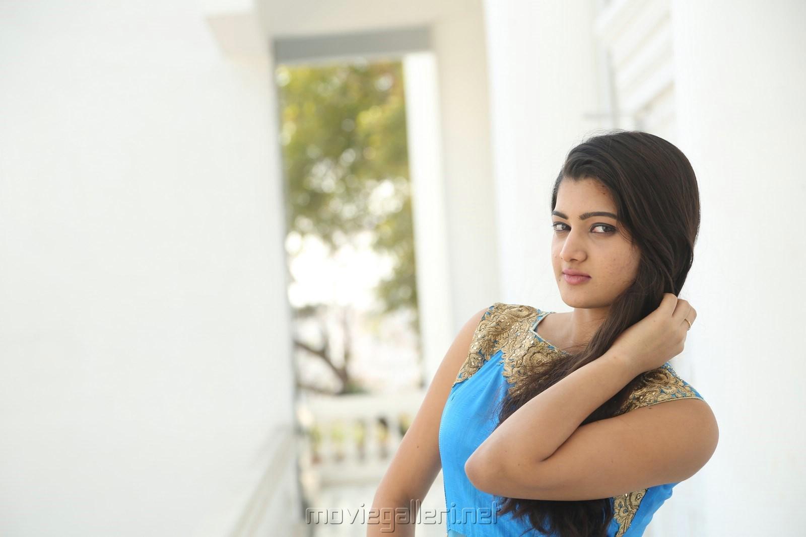 Actress Pallavi Naidu Wallpapers @ Inkenti Nuvve Cheppu Promotions
