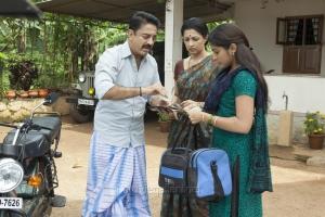 Kamal Hassan, Gautami, Niveda Thomas in Papanasam Movie Stills