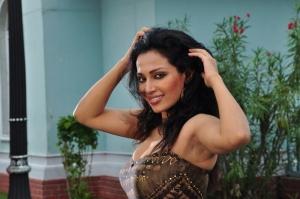 Actress Mayuri in Paravai Movie Hot Stills