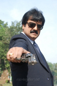 Actor Vivek in Pathaayiram Kodi Movie Stills
