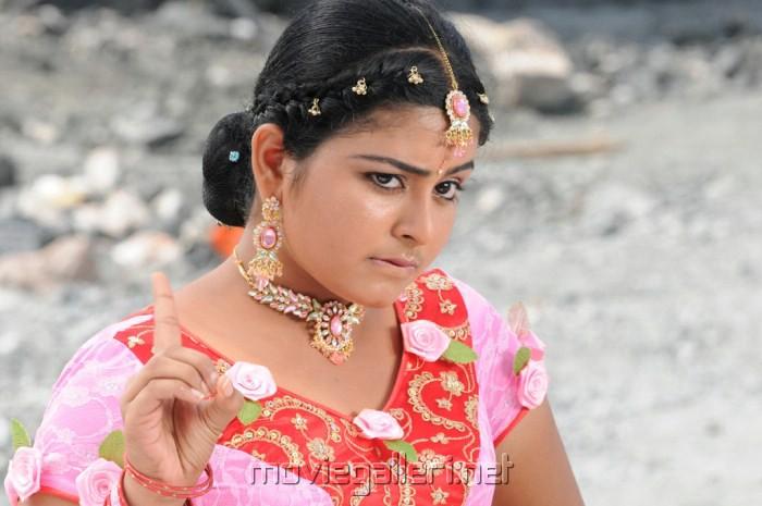 http://moviegalleri.net/wp-content/gallery/pathirama-pathukkunga-swathi-hot-pics/pathirama_pathukkunga_actress_swathi_stills_9083.jpg