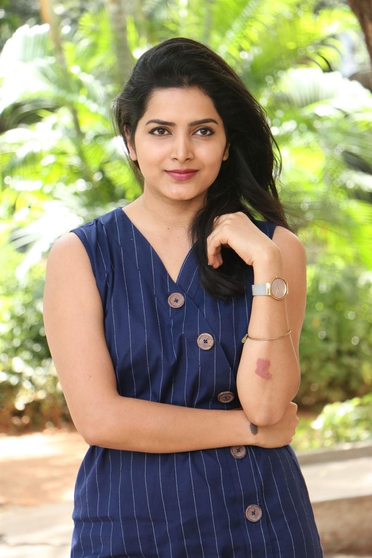 Actress Pavani Gangireddy Photos @ Meeku Mathrame Cheptha Thanks Meet