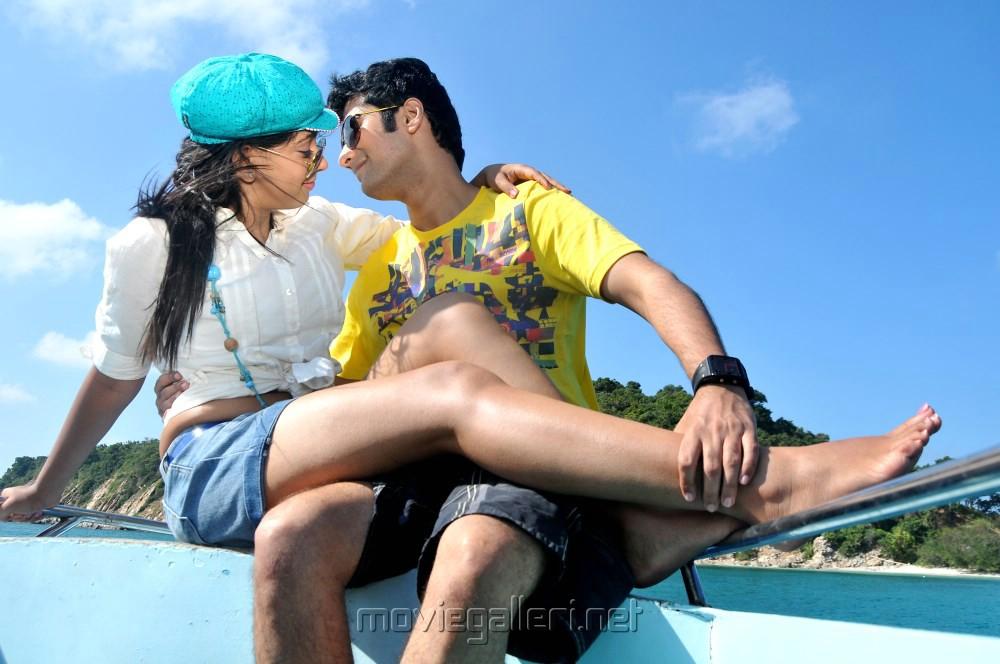 Hot Niti Taylor, Rahul Ravindran in Pelli Pustakam Latest Stills
