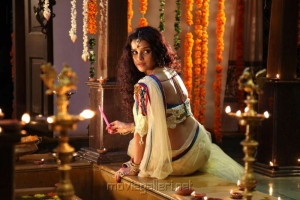 Piaa Bajpai Hot in Saree Pics in Koottam Movie