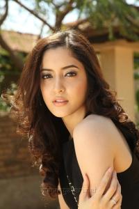 Emo Gurram Egara Vachu Actress Pinky Sawika Chaiyadech Hot Stills