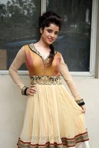 Telugu Heroine Piya Bajpai Latest Hot Pics