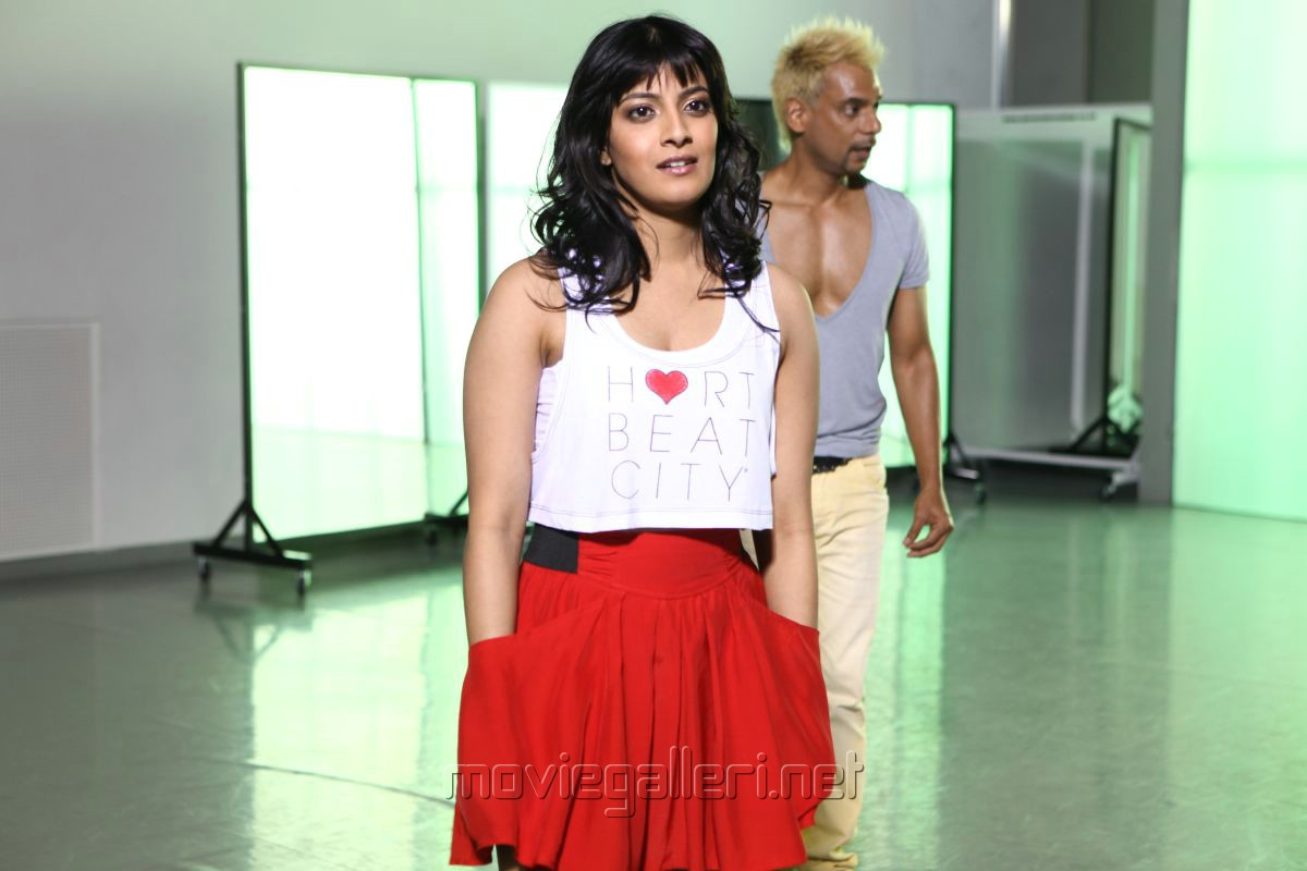 Actress Varalaxmi Sarathkumar In Poda