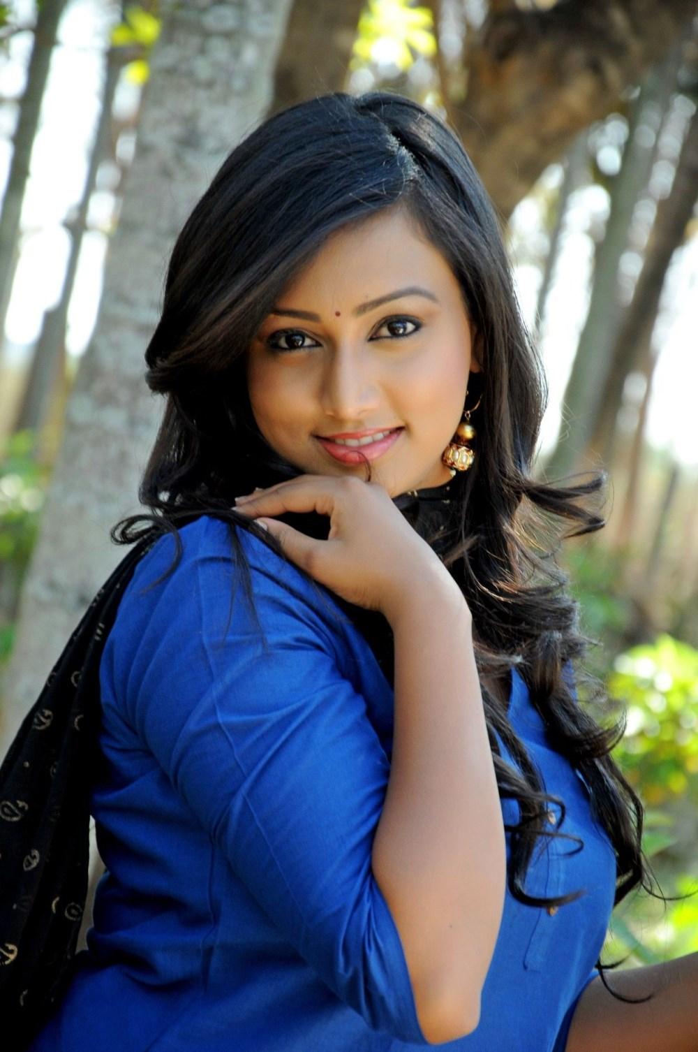 pokkiri tamil movie spoorthi in pokkiri mannan tamil movie stills